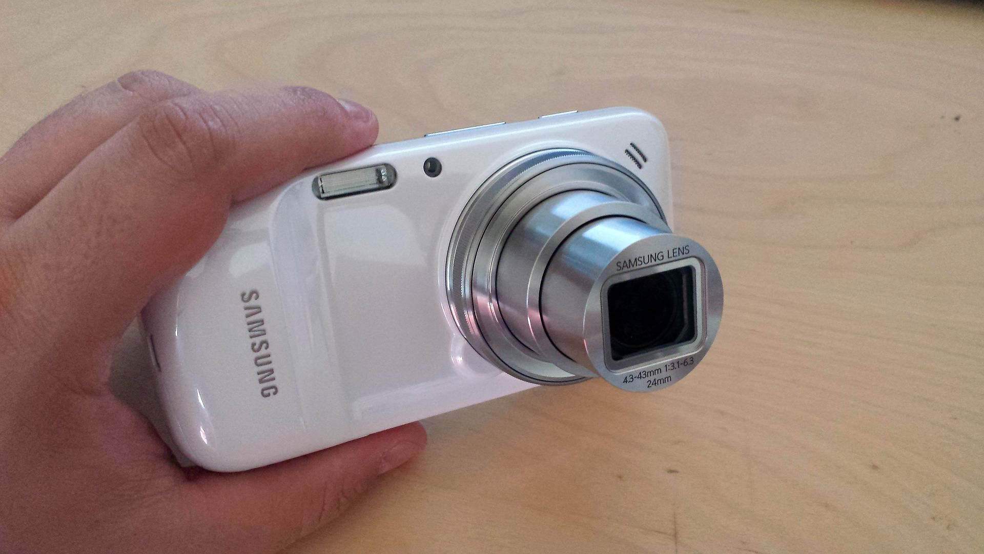 Samsung Galaxy S4 Zoom – Primele Impresii