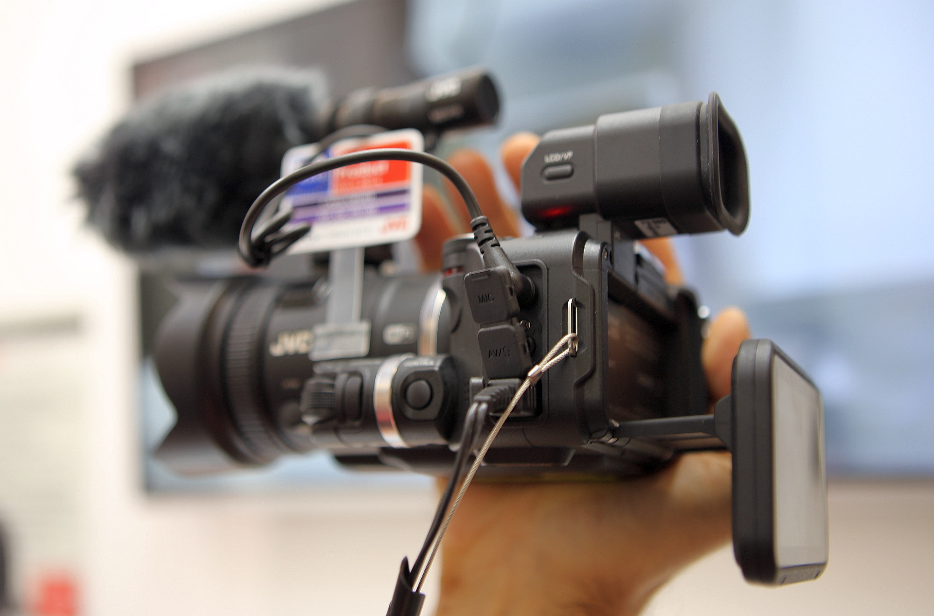 JVC GC-PX100 – O camera video mica, dar performanta, la IFA 2013