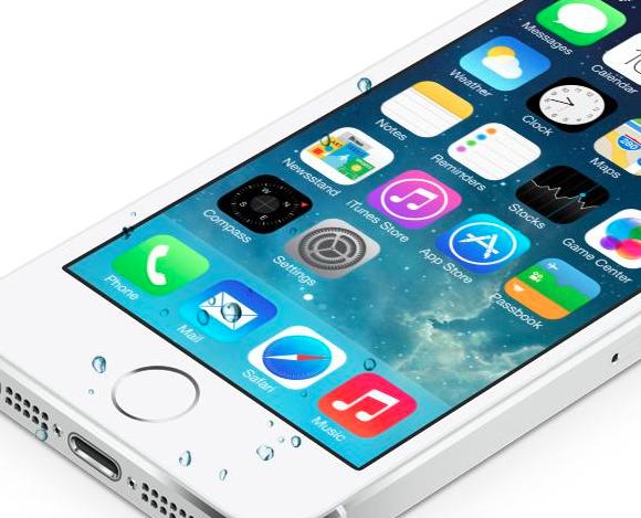 Pe Twitter: iOS 7 iti face iPhone-ul rezistent la apa
