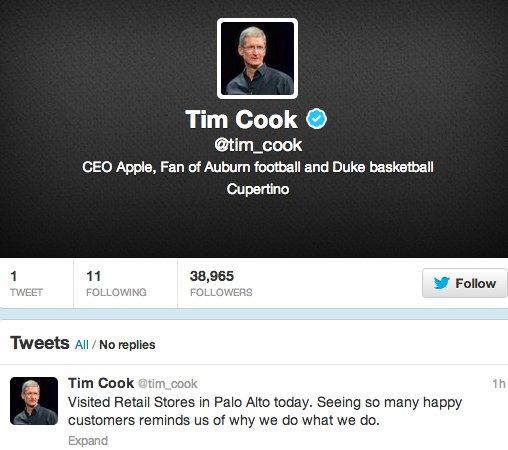 Tim Cook, CEO Apple, isi deschide primul cont de Twitter