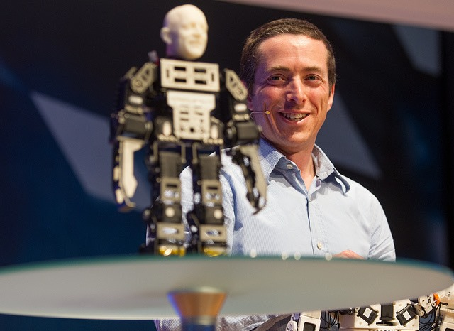 Fonzie, un robot creativ cu talent de dansator [VIDEO]