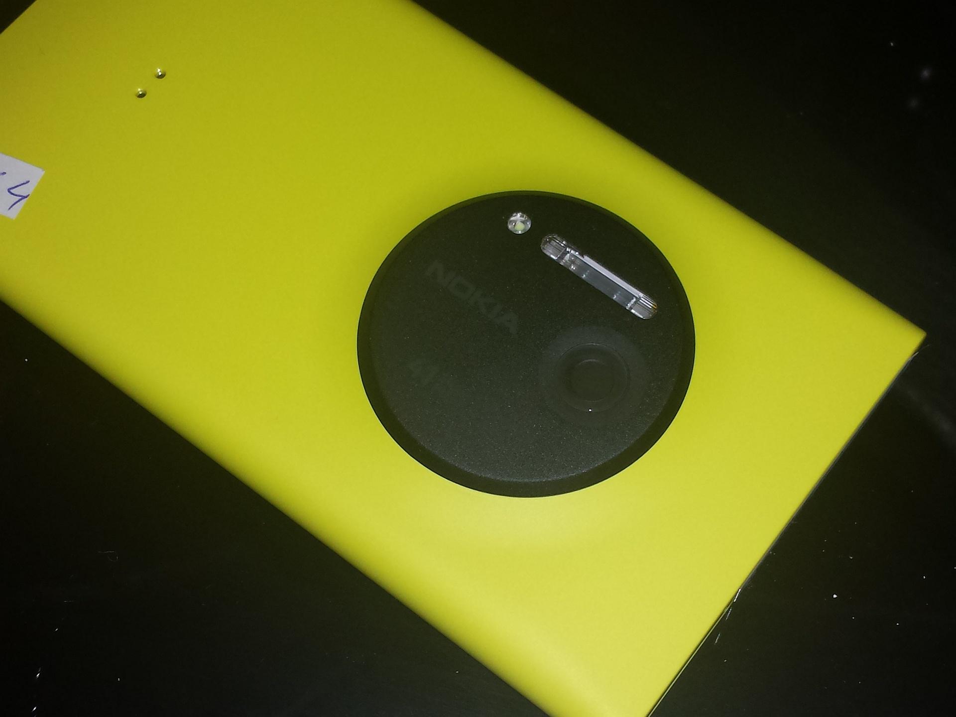 """Nokia Lumia 1020, cea mai performanta """"camera foto cu telefon"""", in Romania"""