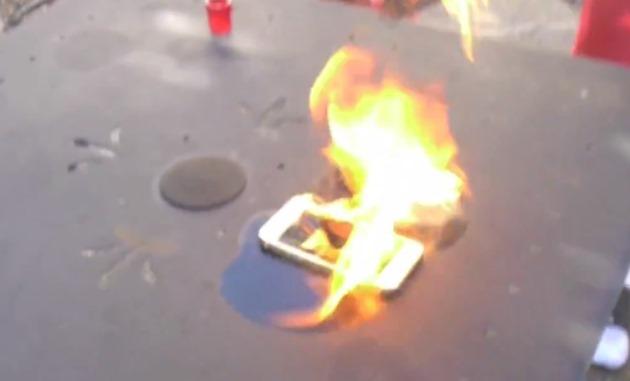 Apple iPhone 5S test flacari burned