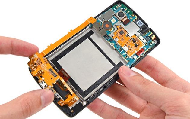 LG Nexus 5 demontat