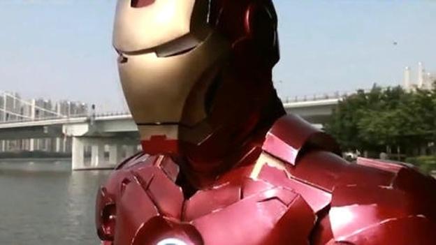 Un costum IronMan: Cadou inedit de Crăciun, fără foarte mulți bani