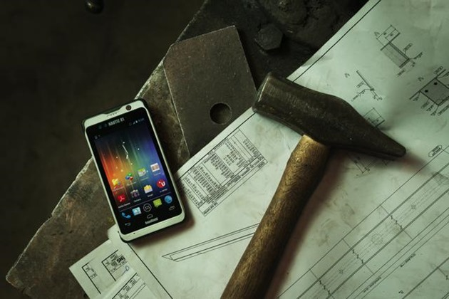 Smartphone rezistent-Nautiz-X1-rugged-enterprise-smartphone-gorilla-glass