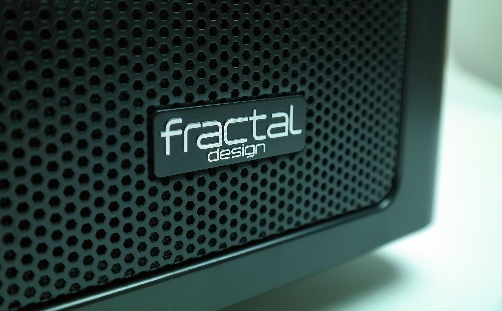 Fractal Design ARC XL – Spațiul, ultima frontieră [REVIEW]