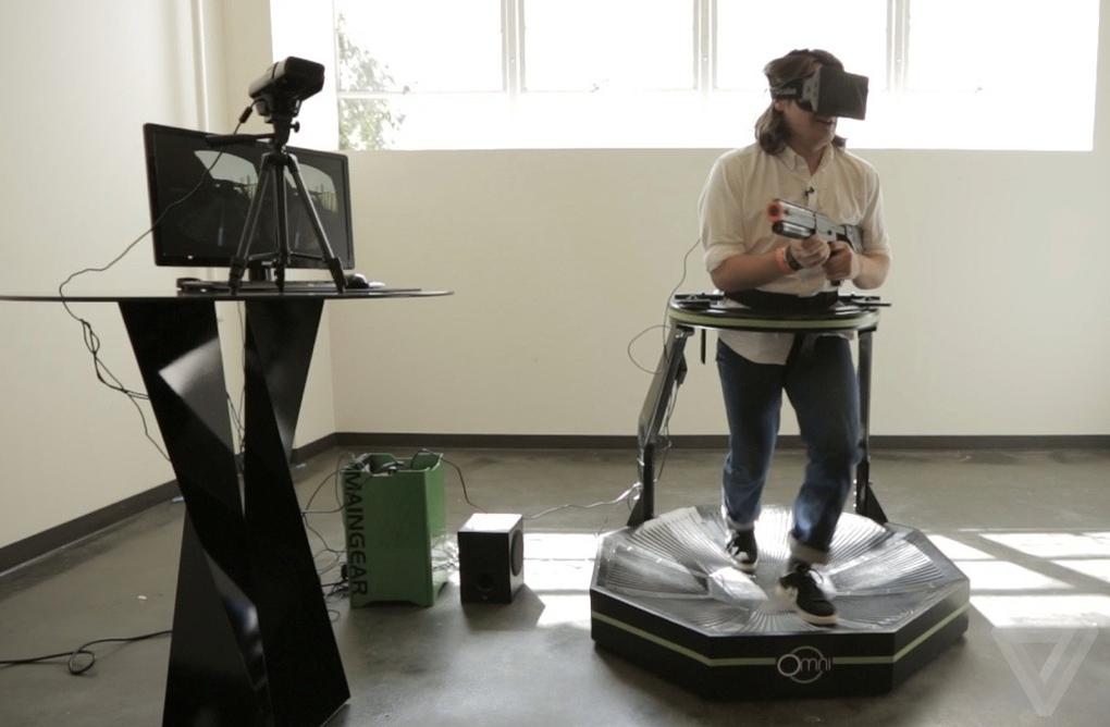 """CES 2014: Realitatea virtuala imersivă seamănă cu un """"premergător"""""""