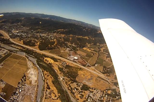O cameră GoPro supraviețuiește unei căderi din avion, filmând până jos