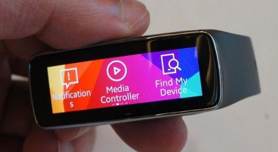 Samsung Gear Fit –  un altfel de smartwatch de la Samsung