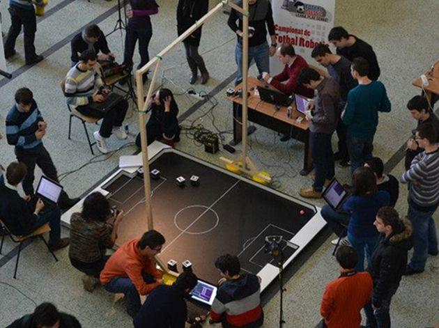 Campionatul de fotbal robotic, o nouă ediție cu implicarea lui ASUS