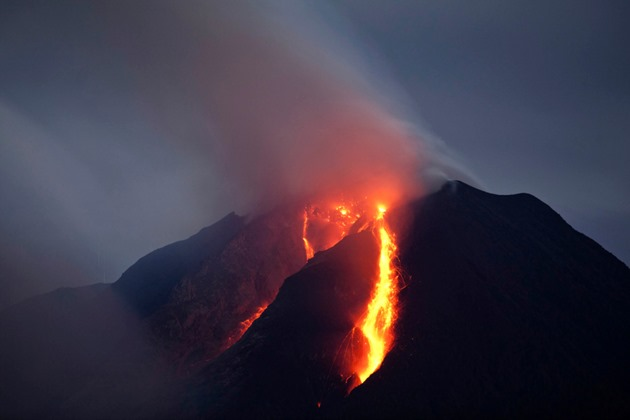 indonesia-volcano-eruption filmare drona