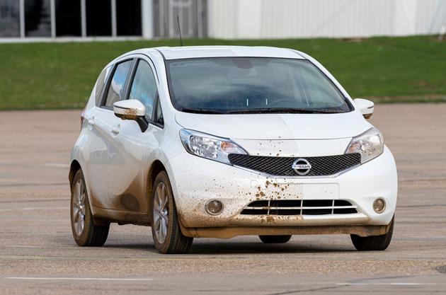 Nissan-Note-Self-Cleaning-Car-Prototype-murdar