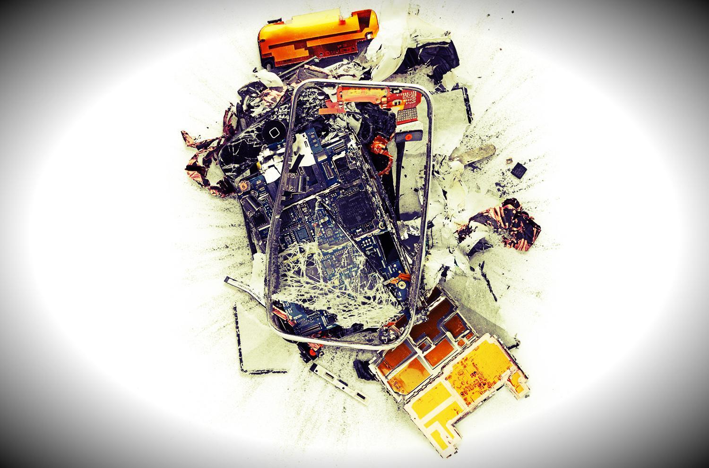 """O nouă """"chinezărie"""" de încărcător de iPhone a explodat, cauzând victime"""