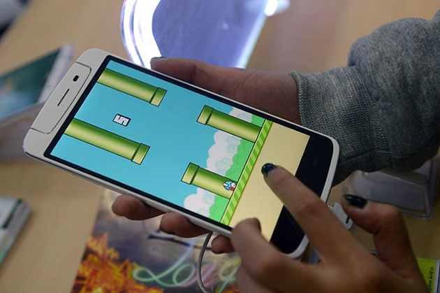 Flappy Bird apare din nou în magazine, reinventat
