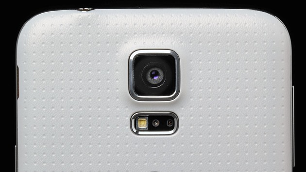 Samsung-Galaxy-S5-review-rear-camera-lens-macro-2