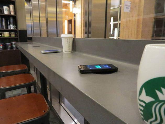 Starbucks se aliază cu Duracell pentru a oferi încărcare wireless