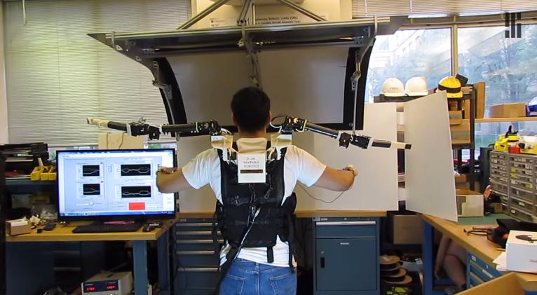Brațele robotice create de MIT te transformă în Doctor Octopus [VIDEO]