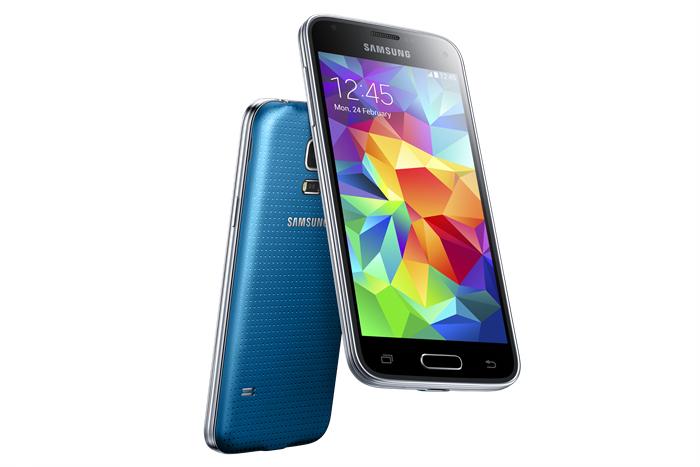 Samsung Galaxy S5 mini: dotări mai slabe, dar cu cititor de amprentă și rezistența la apă