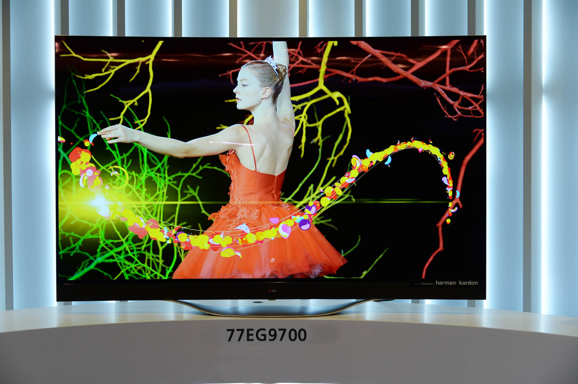 LG lansează primul televizor OLED 4K