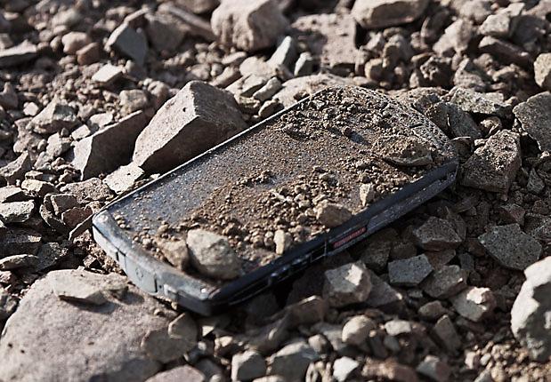 Cât de rezistent este ecranul pe bază de safir de pe smartphone-ul Kyocera?