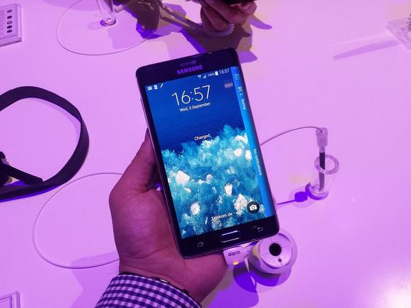 Cu mâinile pe Samsung Galaxy Note Edge [VIDEO Hands-on]