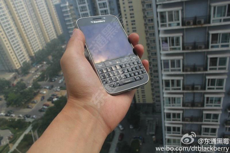 """Primele poze neoficiale cu BlackBerry """"Classic"""" Q20 prezintă telefonul perfect pentru fanii BB"""