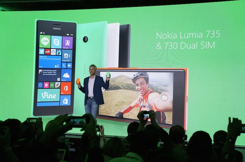"Nokia Lumia 735 e oficial – ""telefonul selfie"" de la Microsoft"