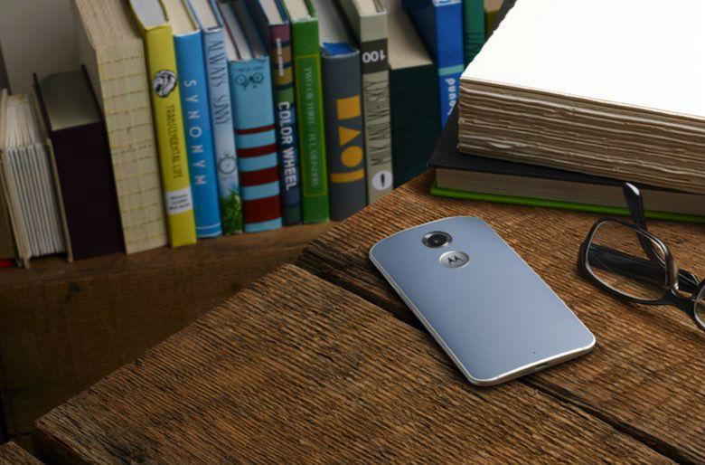 Moto X este primul telefon care primește un update de Android 5.0 Lollipop