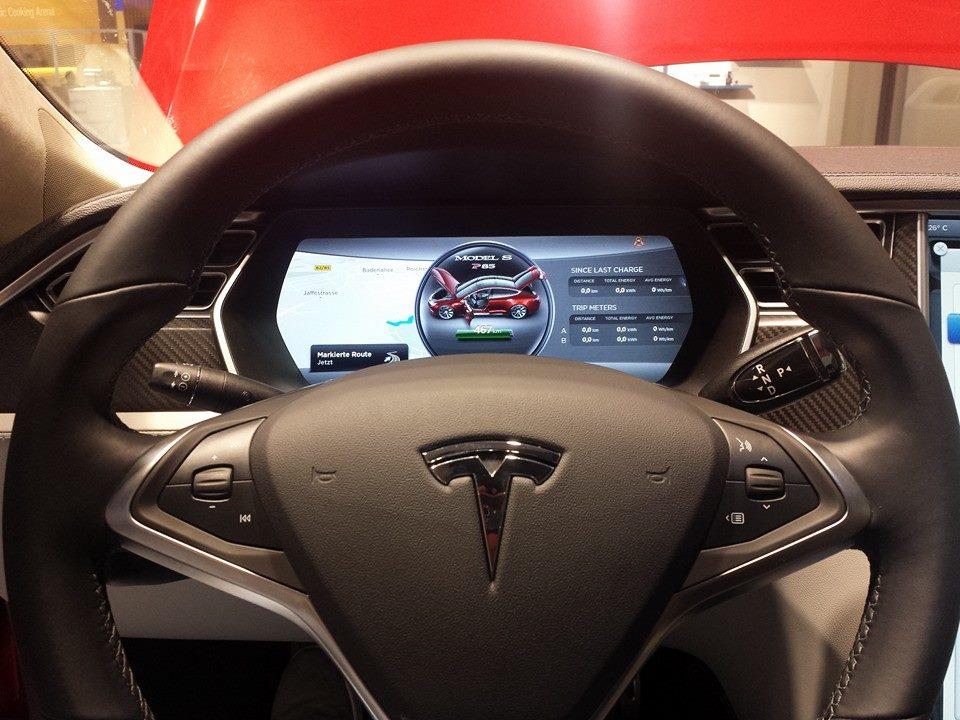 """""""Gadgetul"""" celor mari: Tesla S, cea mai inteligentă mașină electrică [VIDEO Hands-on]"""