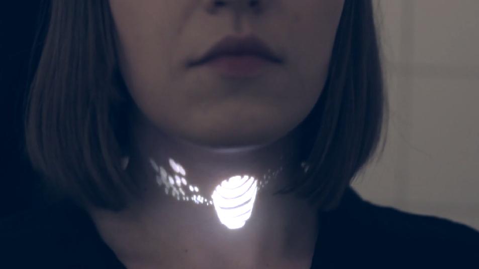 Bijuteria viitorului are la bază un mini proiector