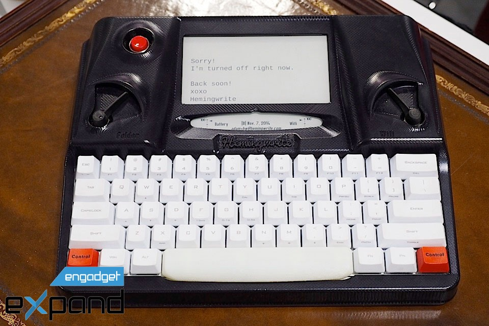 Aceasta e mașina de scris pentru secolul 21: Hemingwrite pentru cele mai bune texte