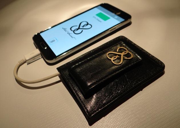 SmartWallet îți transformă portofelul tău banal într-un gadget inteligent