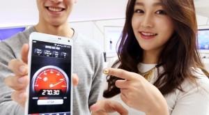 Samsung anunţă primul telefon din lume capabil să agrege viteza a trei benzi LTE