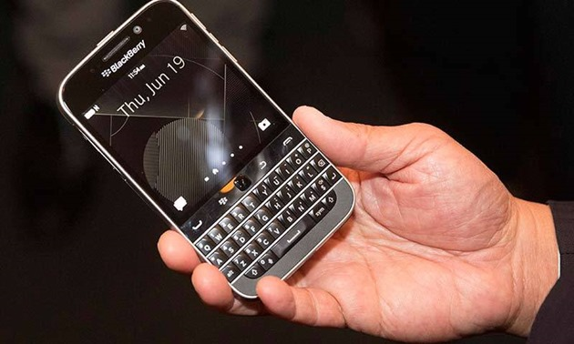 blackberry Classic-in-hand