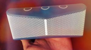 Logitech X300 – o boxă mică ce-ţi umple casa şi-ţi surprinde urechile [REVIEW]