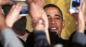 Barack Obama a pus mâna pe un iPhone înaintea tuturor, în 2007