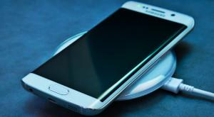 Noul standard pentru încărcarea wireless îi triplează puterea