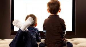 Cât timp stau copiii cu ochii în smartphone, tabletă sau laptop