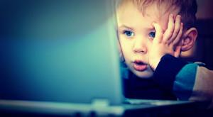 Copiii, victime pe Internet. Pericolele la care sunt expuși