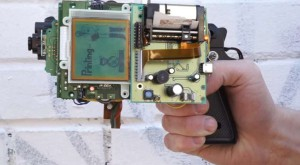 Cum transformi un Game Boy într-o cameră Polaroid pe 8 biţi [VIDEO]