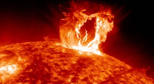 Prima explozie solară puternică din acest an, îndreptată spre Pământ