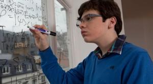 Geniul autist care la nouă ani a redefinit teoria relativității a lui Albert Einstein [VIDEO]