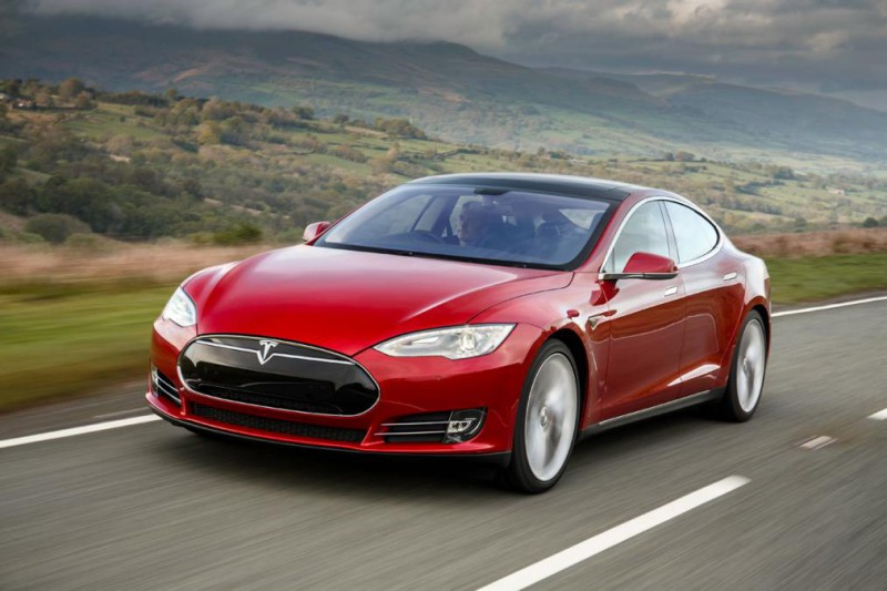 Tesla Model 3 -  foto AutoExpressUK (6)