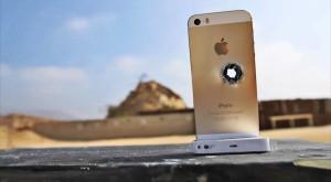 De câte iPhone-uri e nevoie pentru a opri un glonț [VIDEO]