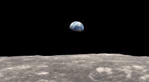 """NASA publică o poză memorabilă cu Pământul: """"O planetă bogată în viață, încadrată de întuneric"""""""