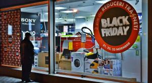 De ce cresc prețurile înainte de promoții, practică celebră de Black Friday
