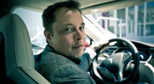 Elon Musk ia apărarea pilotului automat de pe mașinile Tesla