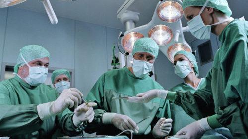 Medicul care își transmite autopsiile live, pe Facebook