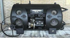 Un difuzor pe benzină făcut din fier vechi îți va pune muzica de pe iPhone